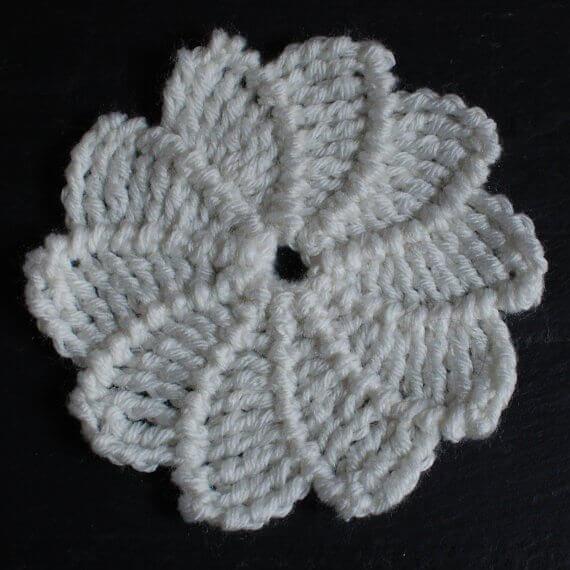 Swirl Flower Crochet Pattern   www.petalstopicots.com   #crochet