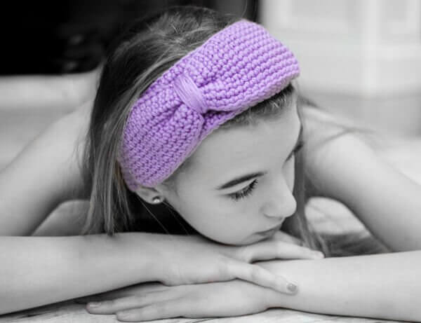 Bow Headband Crochet Pattern   www.petalstopicots.com   #crochet