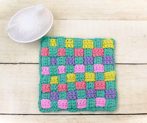 Woven Hot Pad Crochet Pattern | www.petalstopicots.com