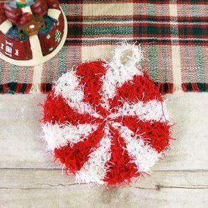 Christmas Peppermint Scrubby - Free Crochet Pattern | www.petalstopicots.com