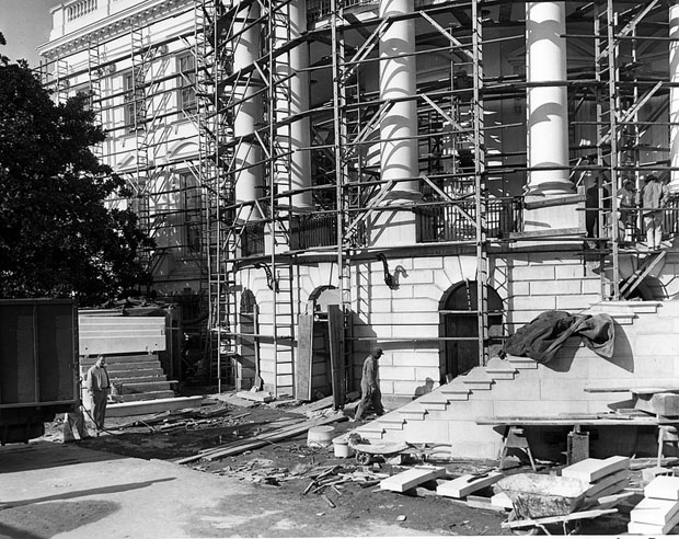 Photos of the White House Gutted During Its Truman Reconstruction x8CIfZh