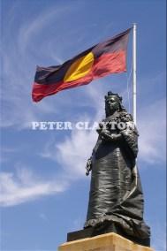 AUSTRALIA - ADELAIDE - QUEEN VICTORIA STATUE & ABORIGINAL FLAG R4
