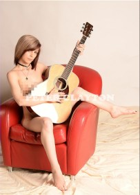 NUDE WITH MARTIN OM 35 GUITAR R4