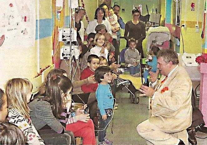 Soectacle devant des enfants hospitalisés