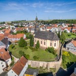 Die Kirche St. Katharina in Stadtallendorf fotografiert mit einer Drohne