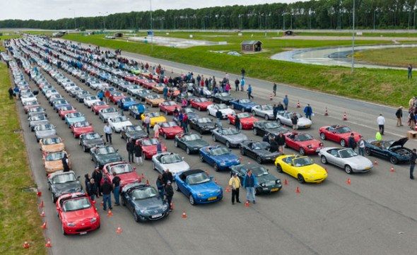 Mazda-Miata-Guinness-Record