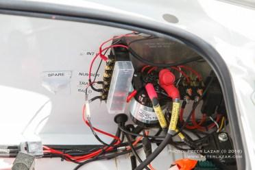 Az elektromos rendszer úgy lett kiépítve, hogy legyen lehetőség saját eszközöket is táplálni