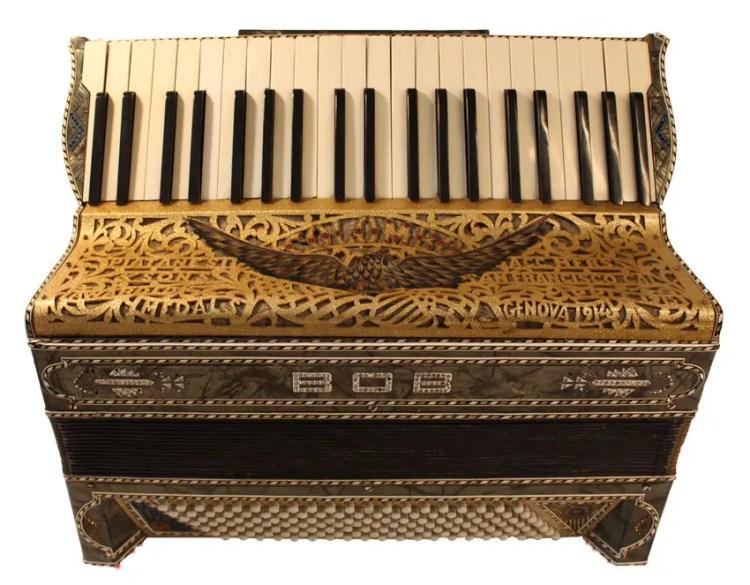 historisches-Akkordeon-Damenakkordeon-um-1925