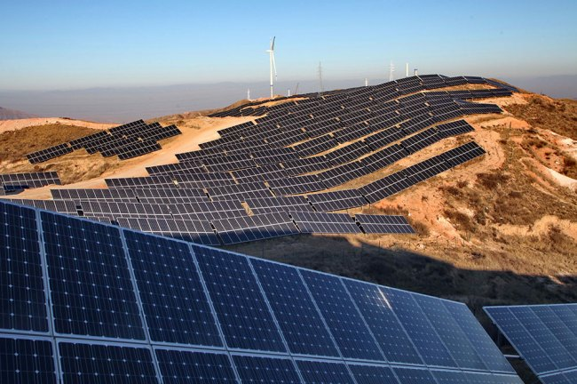 Chinese solar farm Yang Shiyao—Xinhua, Zuma Press20150110_zaf_x99_113_0