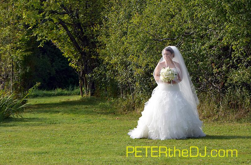 Bride Laura makes her way toward the aisle.