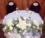 Sweetheart table - Wolf Oak Acres Wedding DJ - Theresa and Eric - September 2018 - Photo by Peter Naughton Productions peterthedj.com