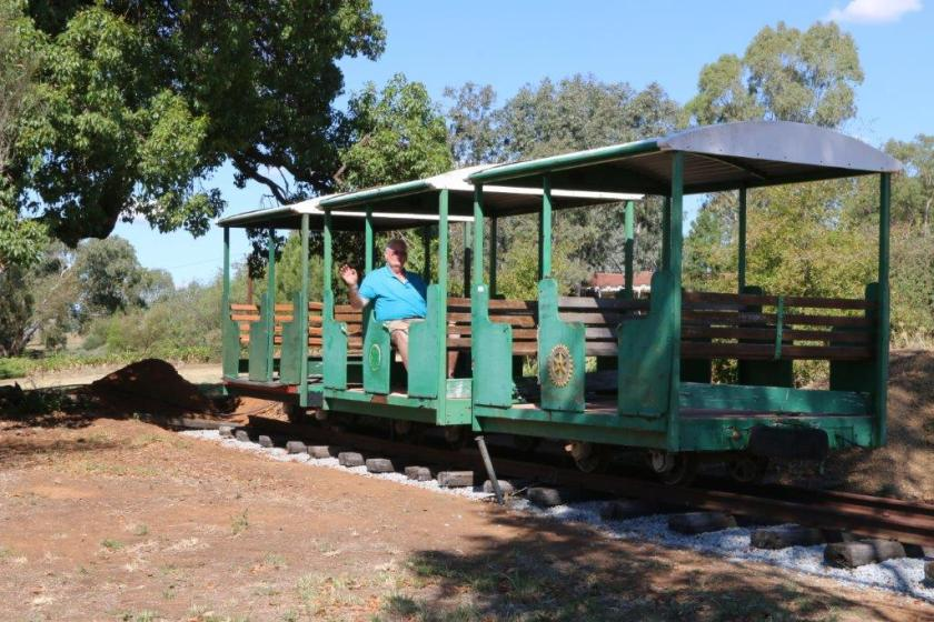 2016-1591: Remaining Three Carriages Laid on Track