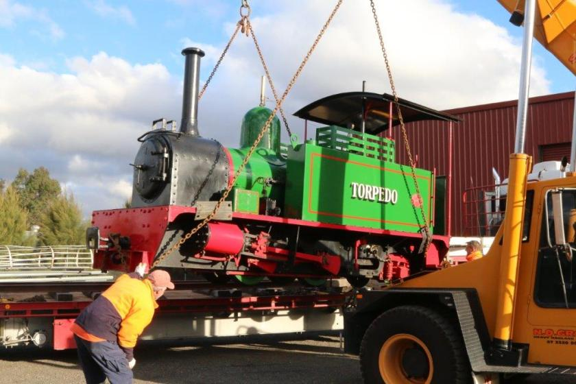 2016-3013: Commencing the lift to load the Hunslet.