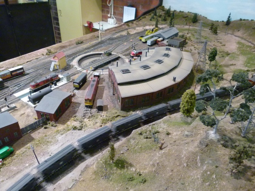P1230535: A model representation of a railway turntable and roundhouse, on display at the Junee Roundhouse Museum