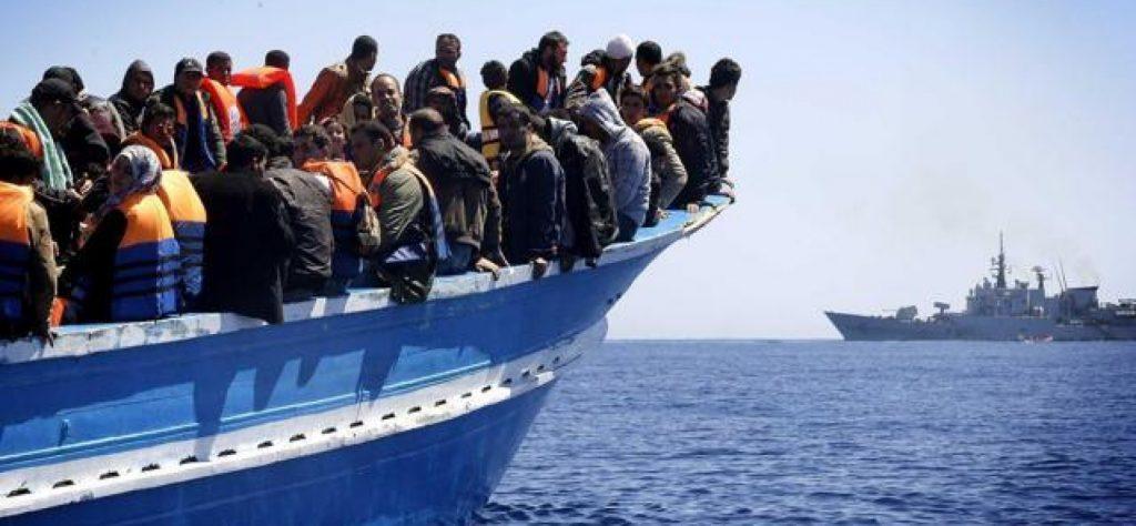 Sbarco di migranti a Crotone