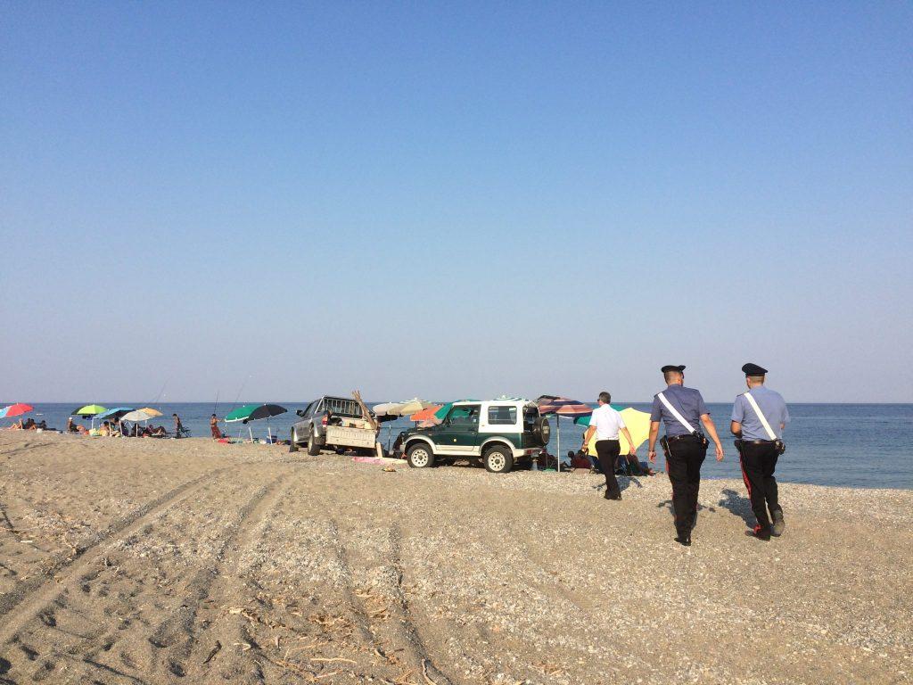 Controlli di baracche, acquascooter e autoveicoli sulle spiagge di Ciro' Marina