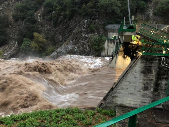Allarme rosso per il fiume Neto, la diga di Cotronei è stata aperta