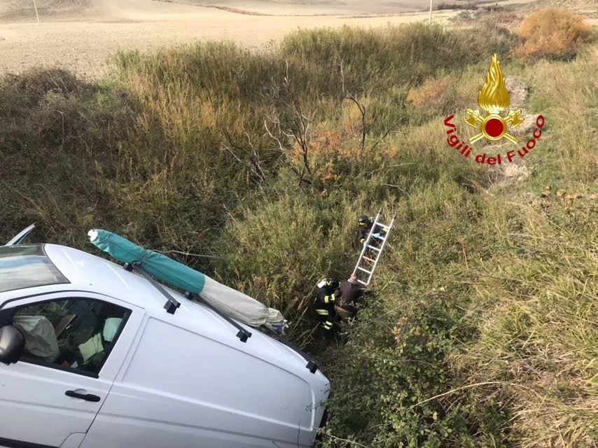 Incidente stradale sulla provinciale che porta da Roccabernarda a Cutro, intervento dei vigili