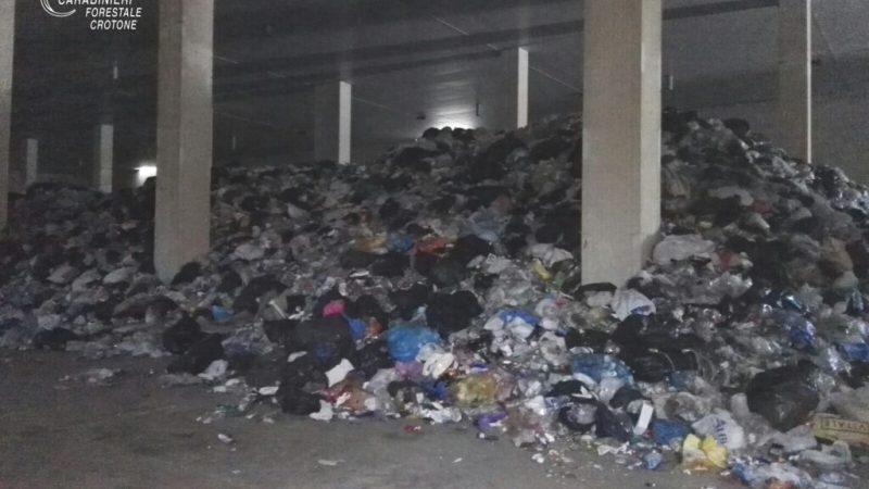 Scoperto a Crotone un deposito di rifiuti non autorizzato