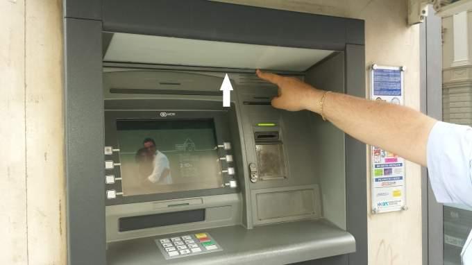 Scoperto dai vigili urbani a Crotone un bancomat clonato