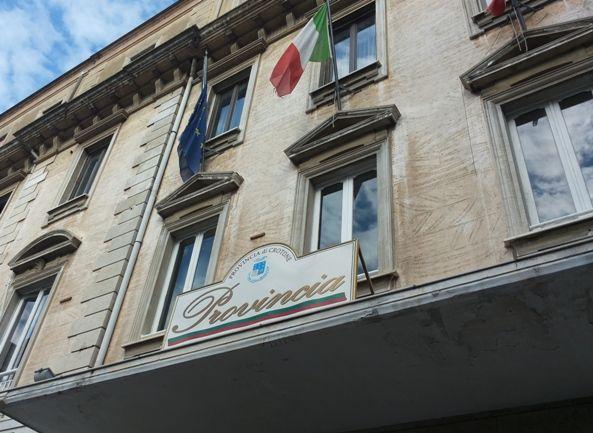 Gli studenti di Mesoraca, Cutro e Le Castella manifestano davanti alle sede della Provincia di Crotone