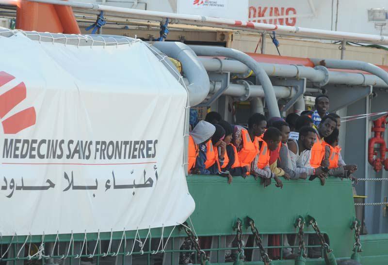 Emergenza immigrati: attesi in mattinata nel porto di Crotone 860 immigrati