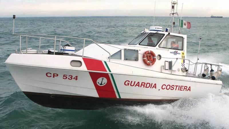 14 persone tratte in salvo dalla Capitaneria di porto di Crotone