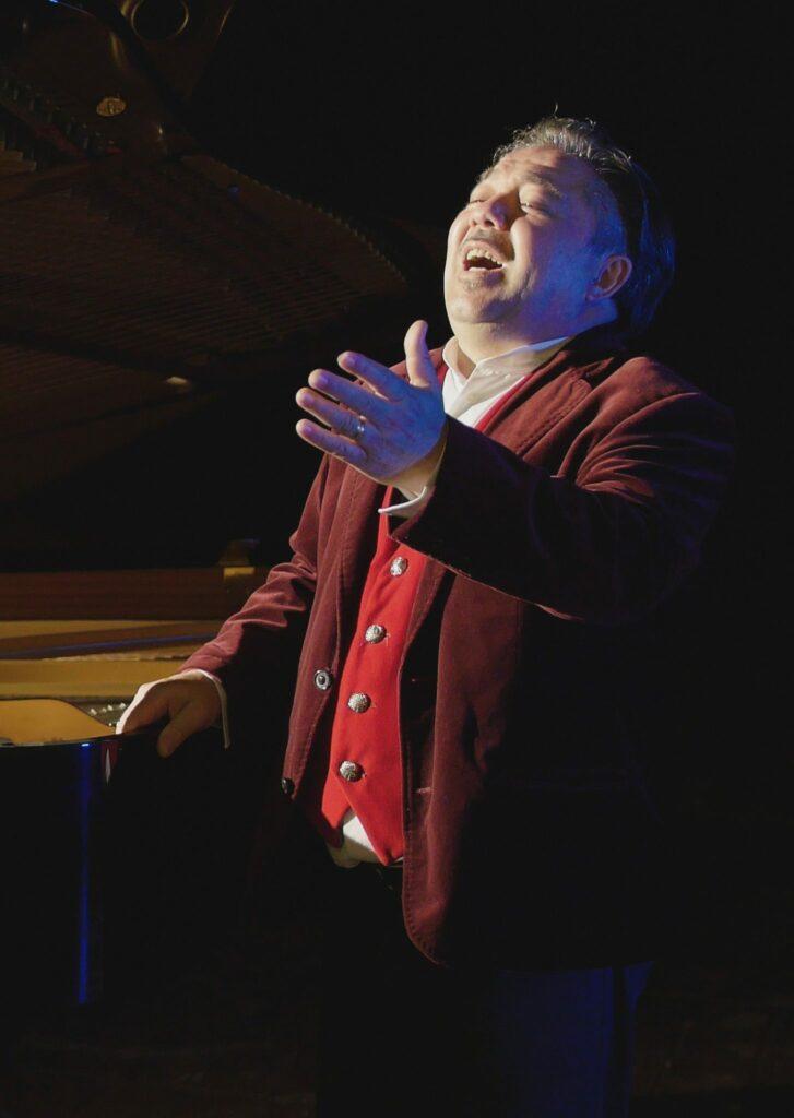 Amedeo Fusco, cantante popolare calabrese in tour nella regione