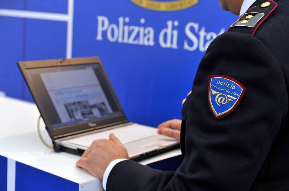La Polizia postale denuncia un cinquantenne crotonese che adescava online minorenni