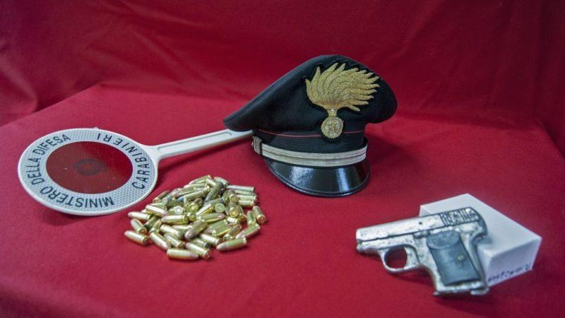 Arrestato a Mesoraca un sessantunenne per detenzione di armi