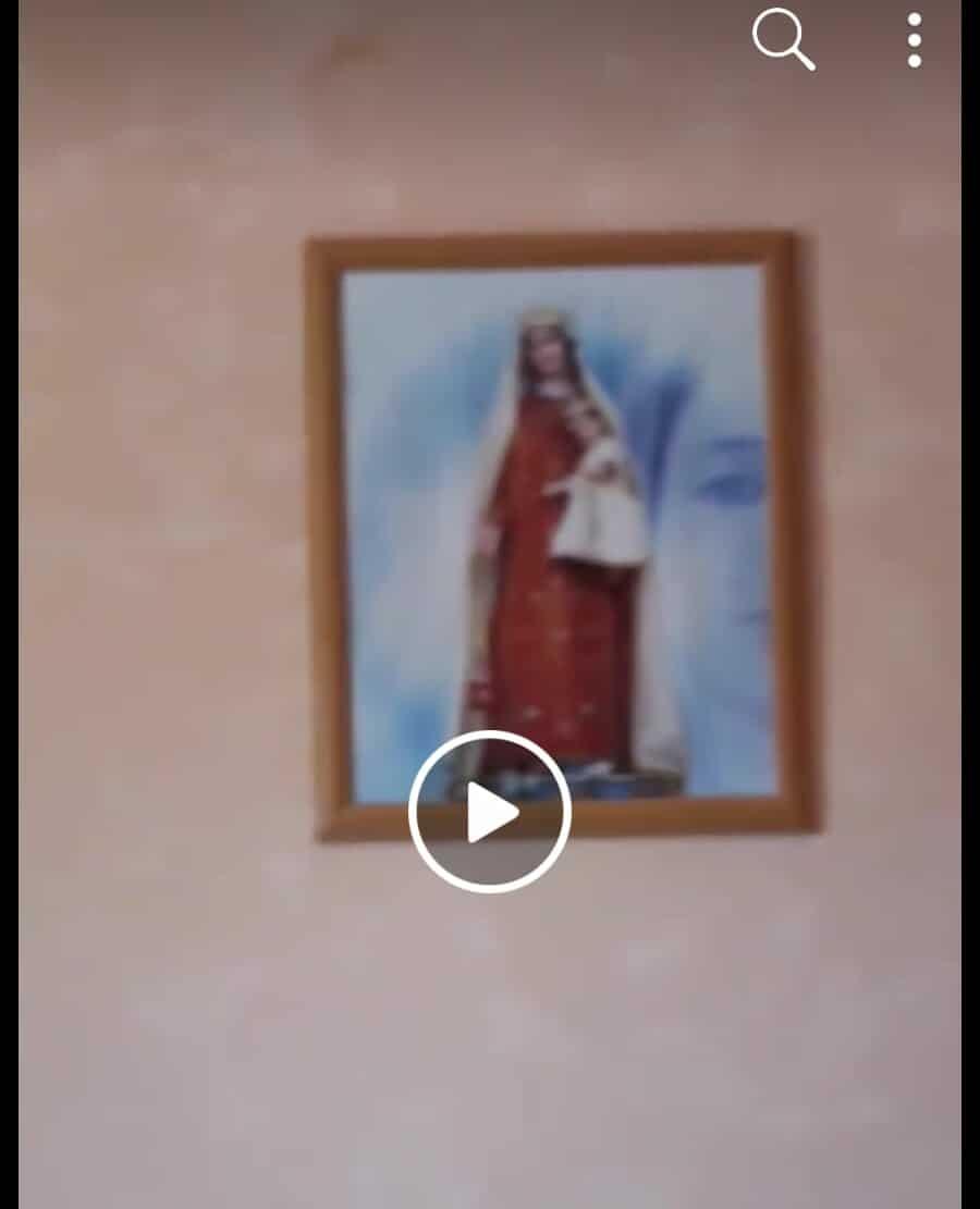 Ancora sul quadro della Madonna di Pagliarelle: c'è chi sostiene che l'immagine di sfondo fosse presente da sempre