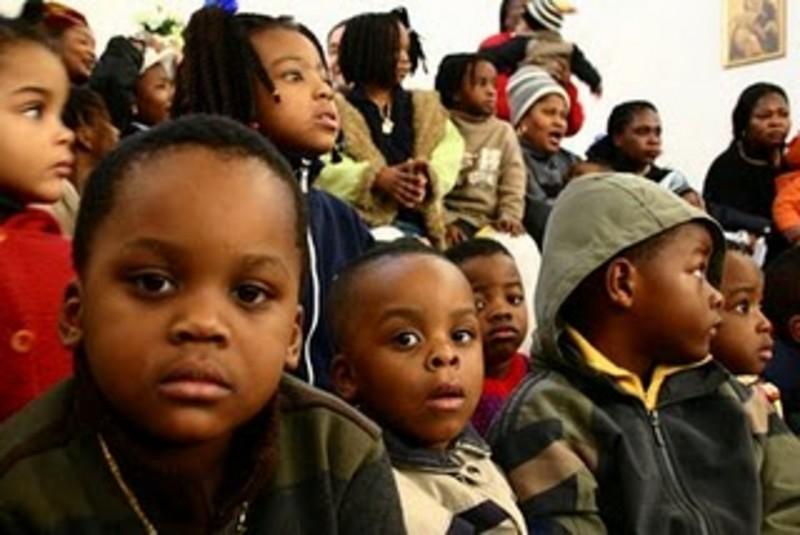 Sbarco migranti a Crotone: 74 minori accolti a Petilia Policastro, Verzino e San Nicola dell'Alto