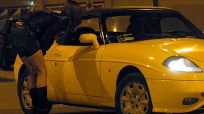 Sequestrate le auto a tre clienti di prostitute