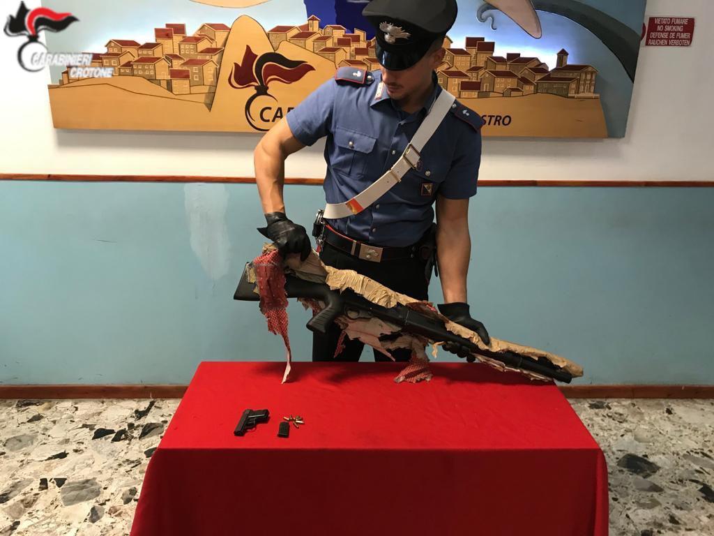 Mesoraca: Arresto per detenzione illegale di armi