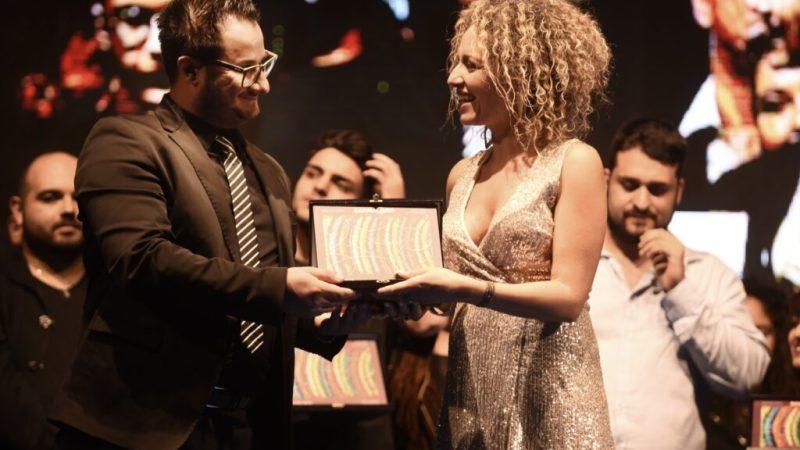 Victoria la cantante di Cotronei vince il premio Radio Italia Anni 60