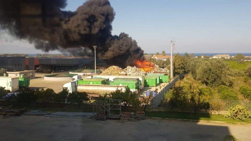 Incendio Ecoross a Corigliano Rossano