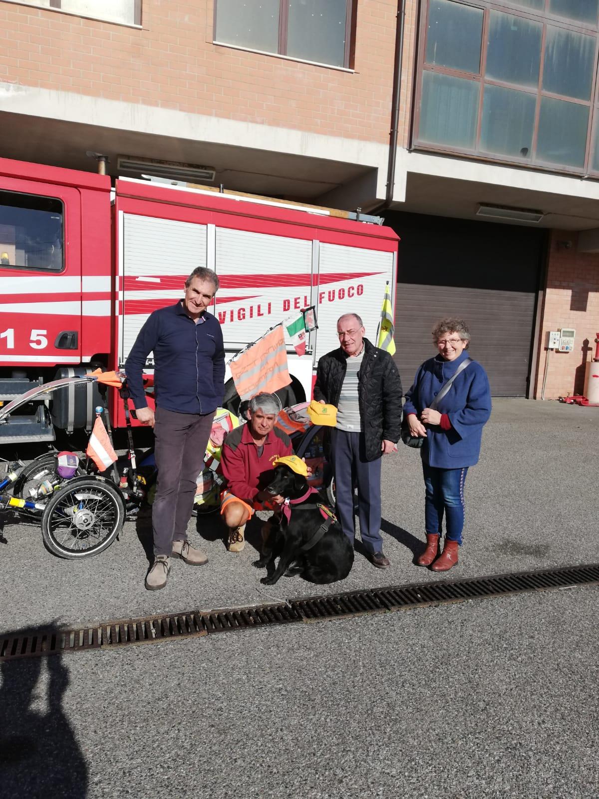 Il giramondo in bicicletta ora anche a Crotone per parlare nelle scuole