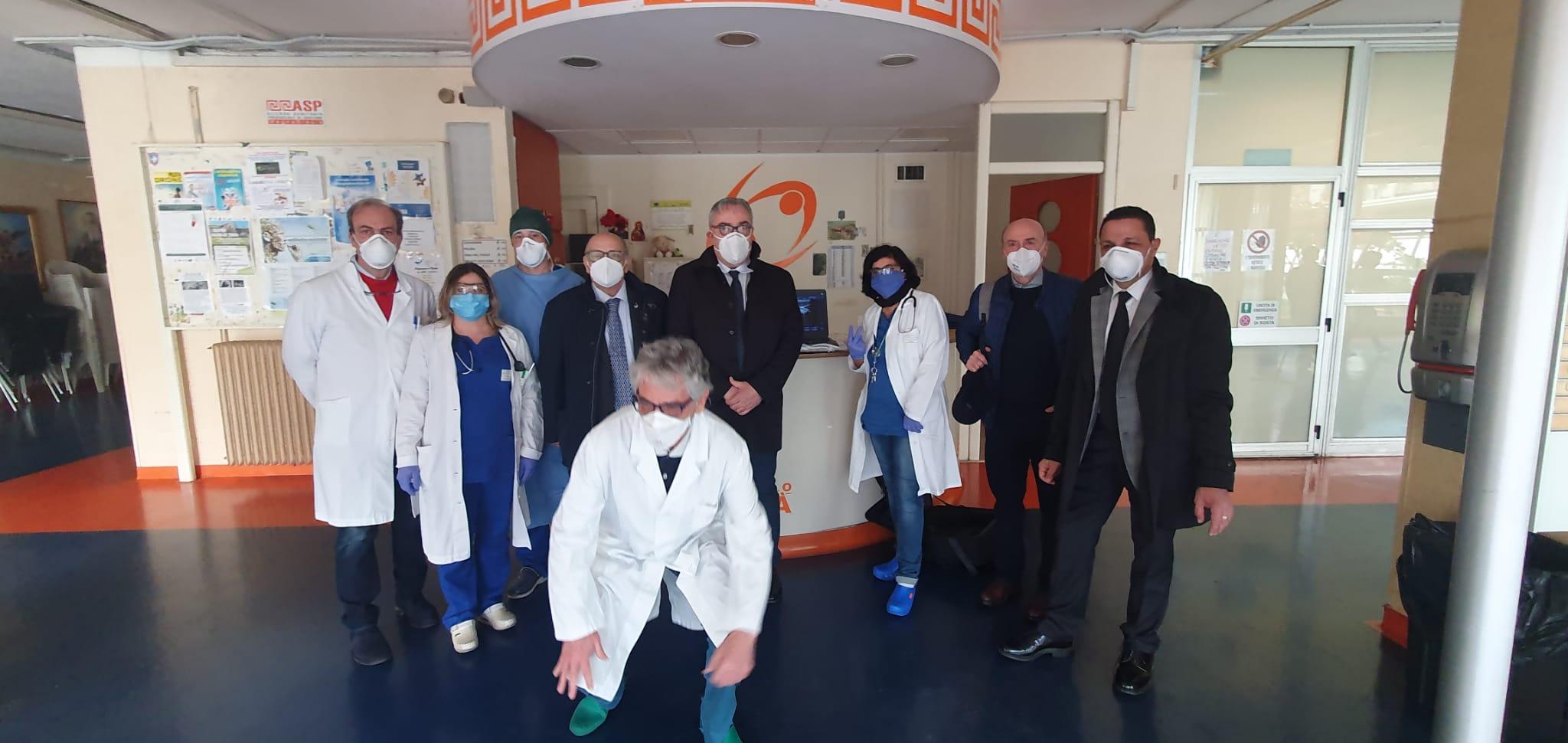 Covid19: Imprenditori petilini donano all'ospedale di Crotone ecografo doppler
