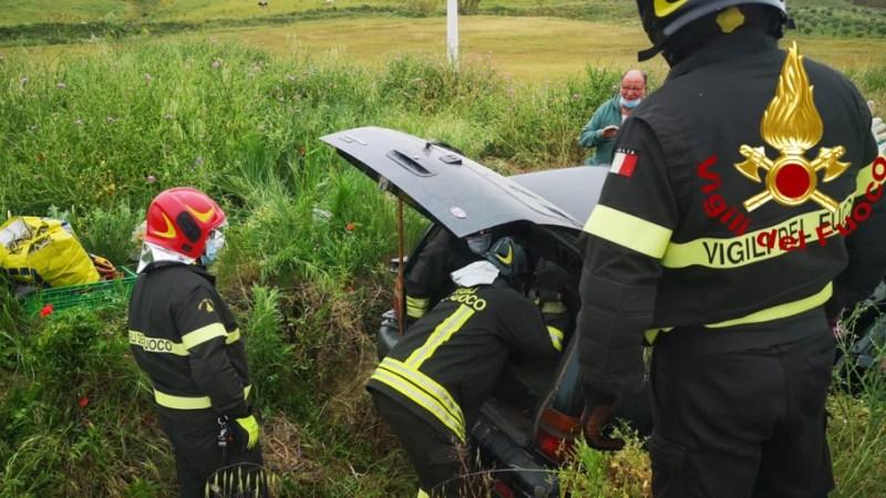 Incidente stradale a San Leonardo di Cutro, intervento complicato per i Vigili
