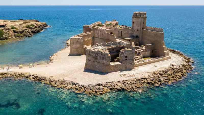 Rivalorizzare il castello per tutto l'anno: la proposta di Torromino per Le Castella