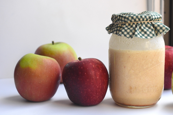 Healthy Caramel Apple Pie Smoothie | This smoothie is dairy-free and sweetened with sugar naturally occurring in dates + just a splash of apple cider. Packed with real apples + spices! Perfect for fall.