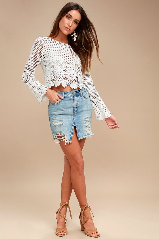 RELAXED & DESTROYED LIGHT WASH DISTRESSED DENIM MINI SKIRT FREE PEOPLE