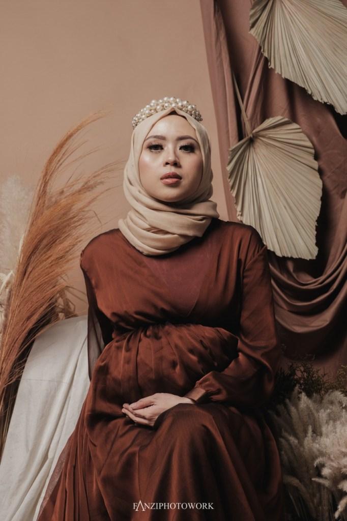 Hijab Maternity Photo