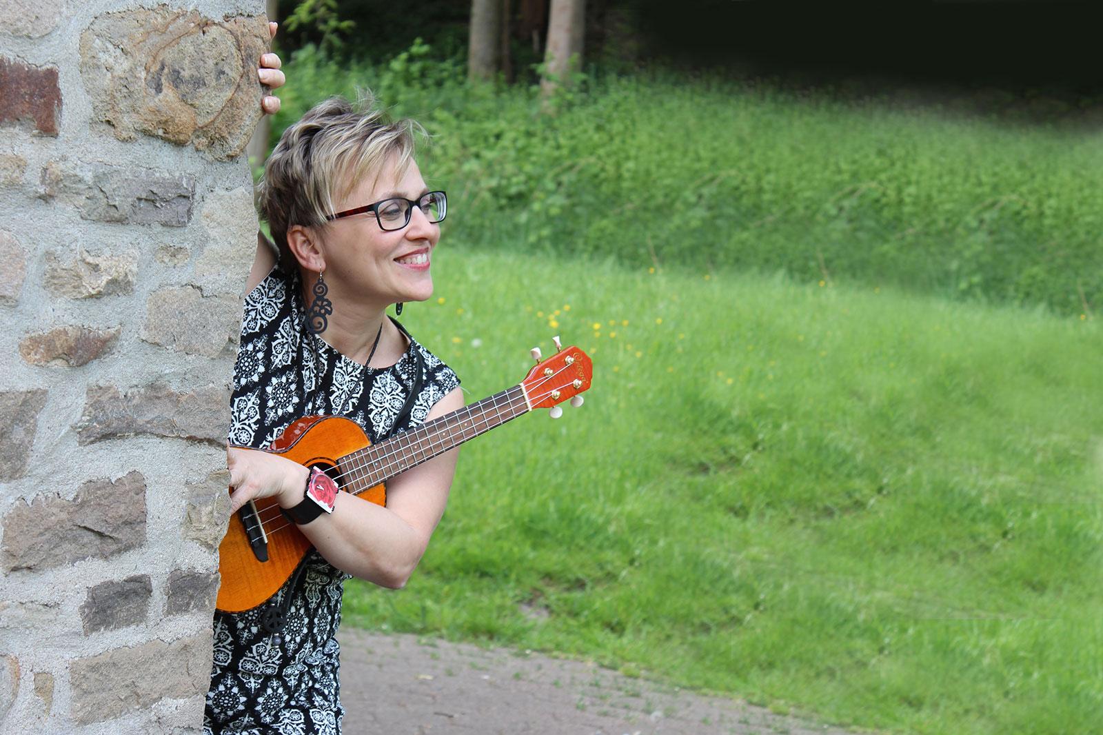 Petra Berghaus, Sängerin mit Ukulele