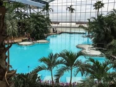 4 bazine jacuzzi în piscina Palm.