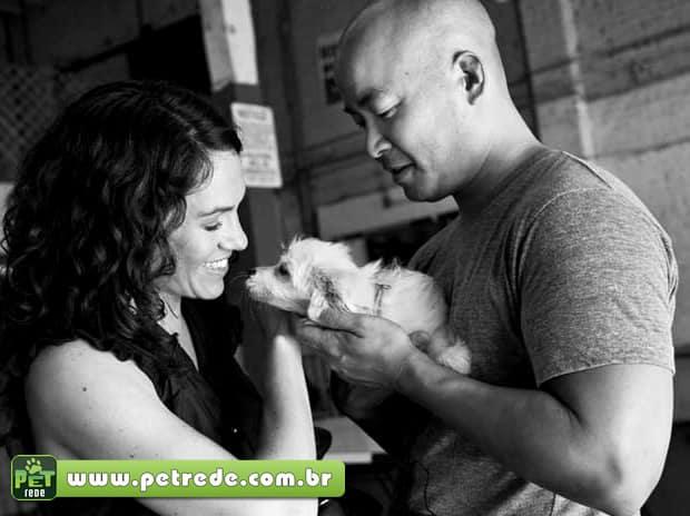 Homens: amem os animais de estimação das mulheres, para elas o amarem mais
