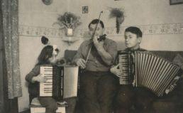 Dětské muzicírování se sestrou Evou a strejdou Karlem.