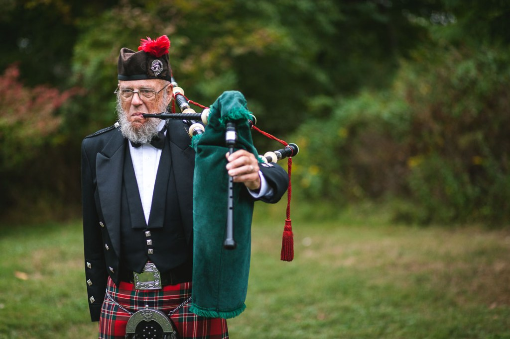 wedding-bagpipe-player