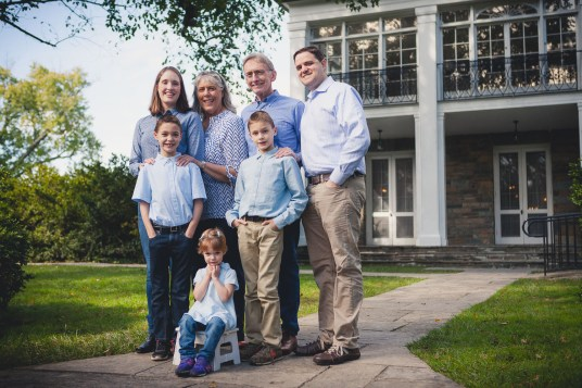 beautiful-family-revisits-the-glenview-mansion-petruzzo-photography-15