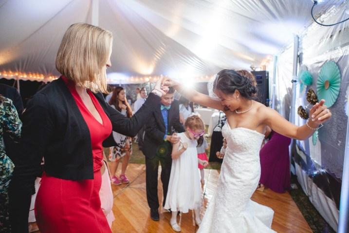 backyard-wedding-with-natures-help-04